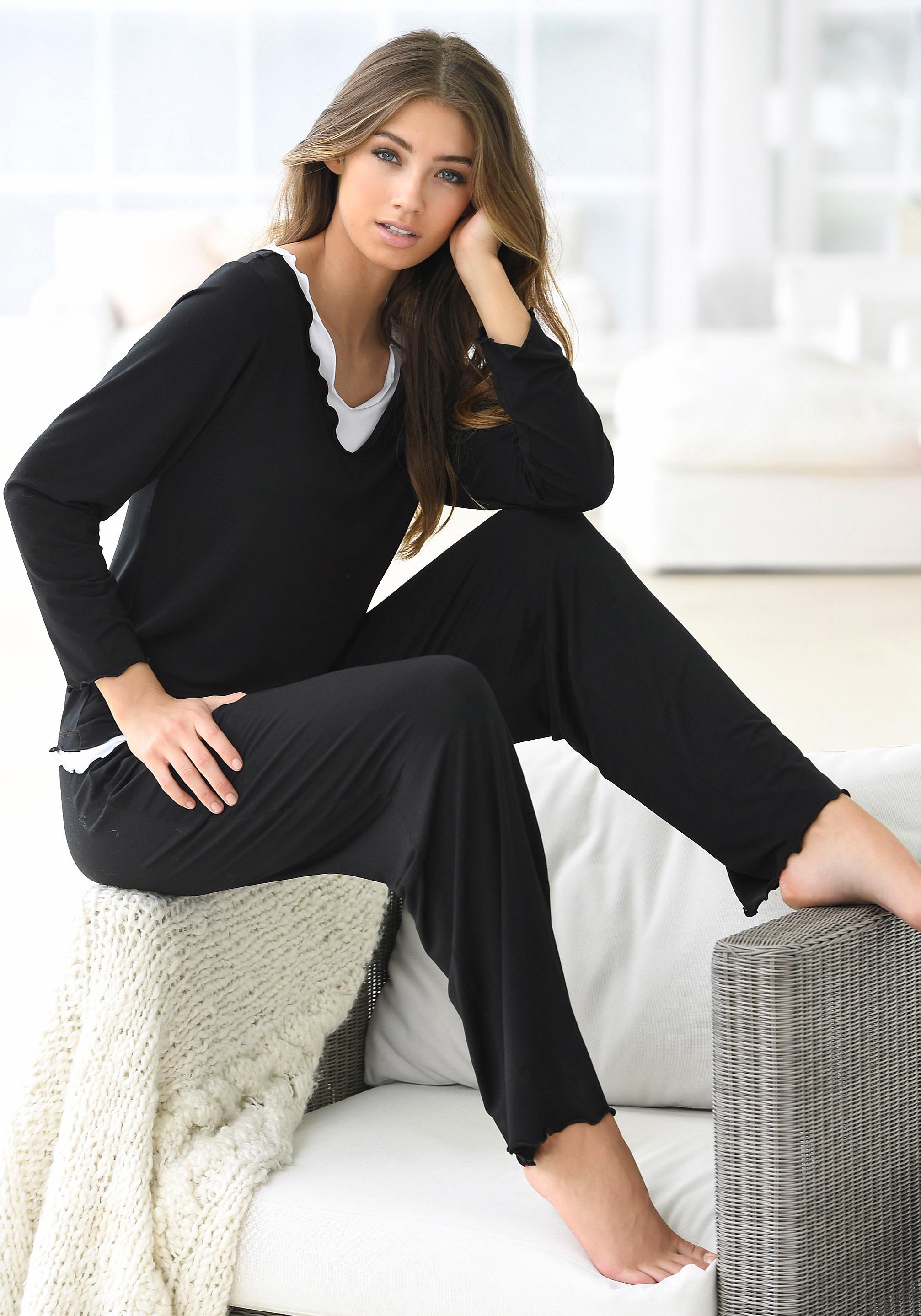 LASCANA Pyjama in hochwertiger Layeroptik