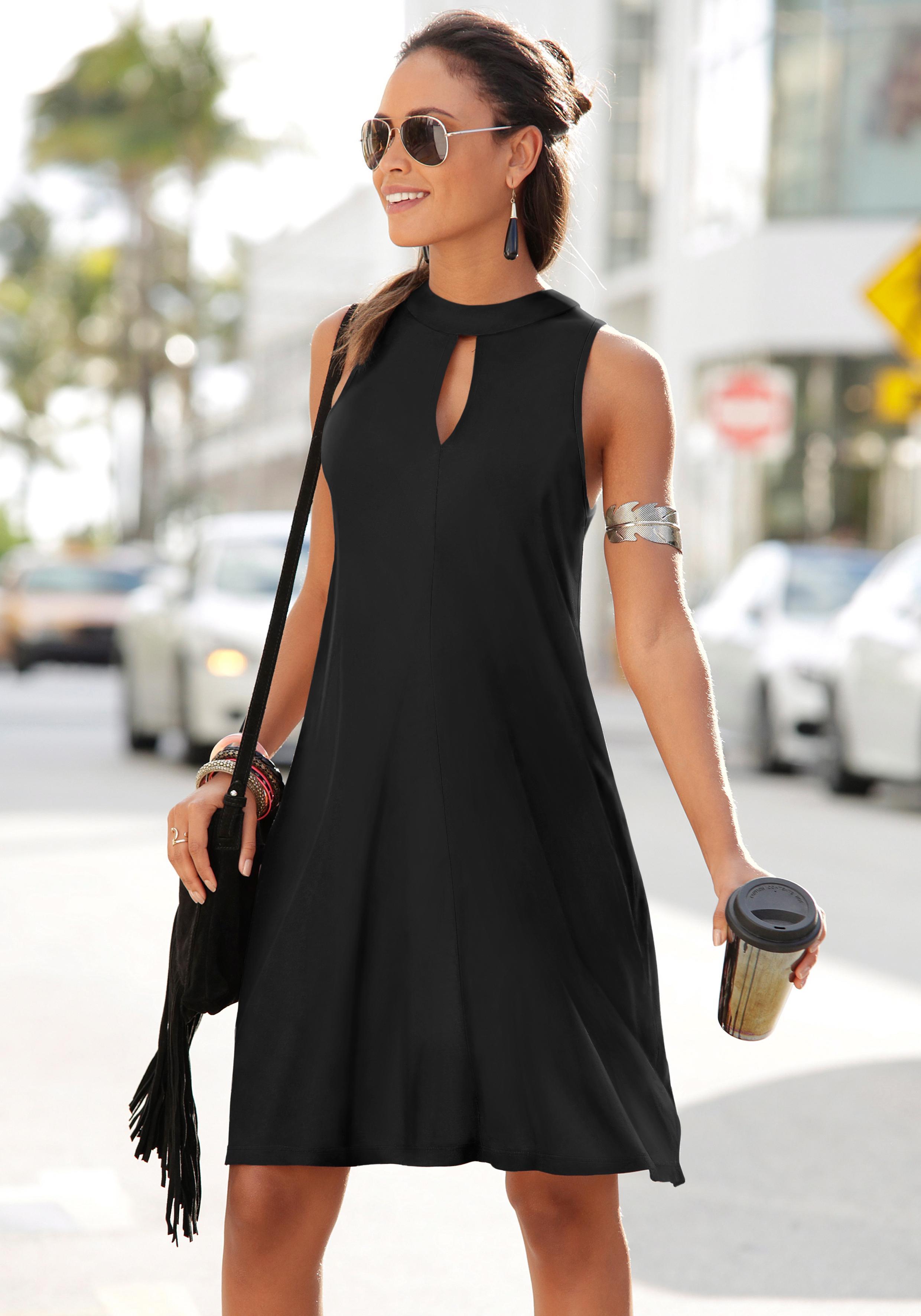 LASCANA Kleid in weit schwingender Form