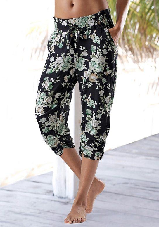 s.Oliver RED LABEL Beachwear Caprihose mit floralem Druck