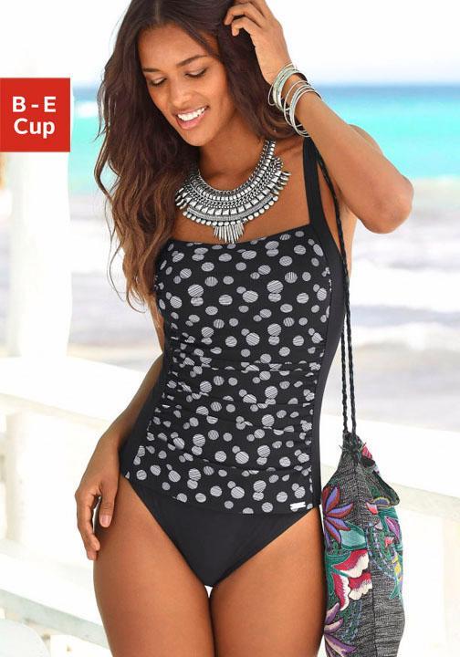 LASCANA Badeanzug im modischen Design